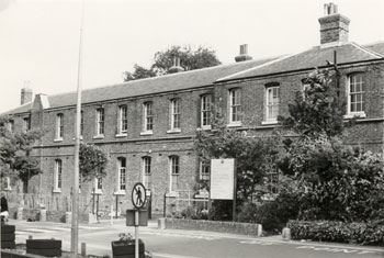 farnborough-hospital-01908-350