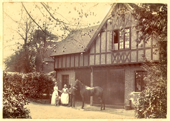 forest-lodge-stables-01894-350
