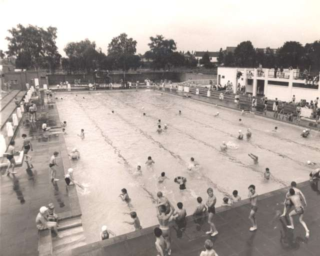 Southlands road lido bromley common 1963 ideal homes - Campsites in kent with swimming pool ...